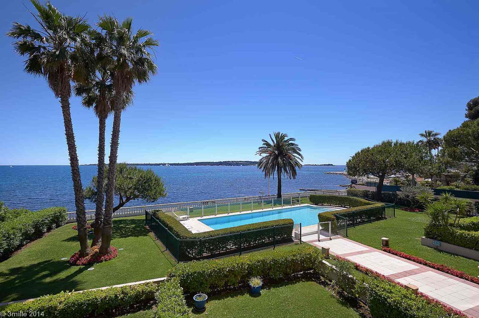 SPLENDID HOLIDAY RENTAL APARTMENT IN CANNES,ON THE SEA FRONT!!!