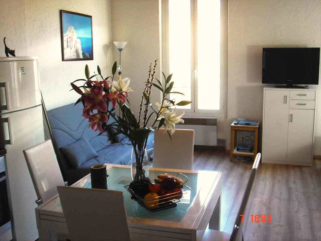 AMAZING,HOLIDAY RENTAL 39 M2 ONE BEDROOM APARTMENT IN THE HEART OF THE OLD TOWN OF ANTIBES,IN FRONT OF THE YACHT PORT!